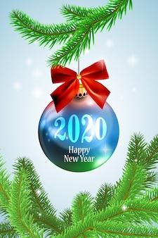 Realistyczna błękitna nowy rok bożych narodzeń piłka na jedlinowym drzewie