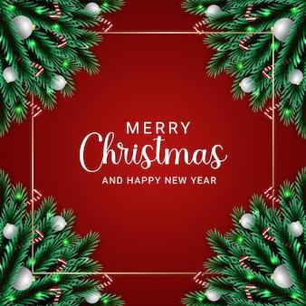 Realistyczna choinka rozgałęzia się białą piłkę z bożonarodzeniowymi lampkami i cukierkową złotą obwódką