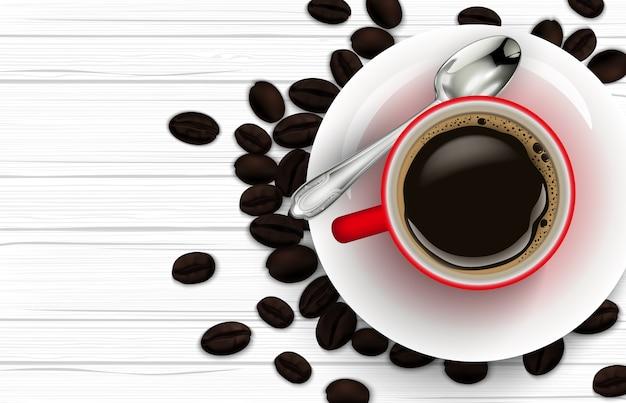 Realistyczna czerwona filiżanka kawy z łyżkowymi i kawowymi fasolami