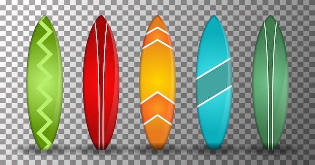 Realistyczna deska surfingowa o kilku kształtach i kolorach na przezroczystym tle. odosobniony projekt