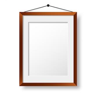 Realistyczna drewniana ramka na zdjęcia. projekt zdjęcia na ścianie