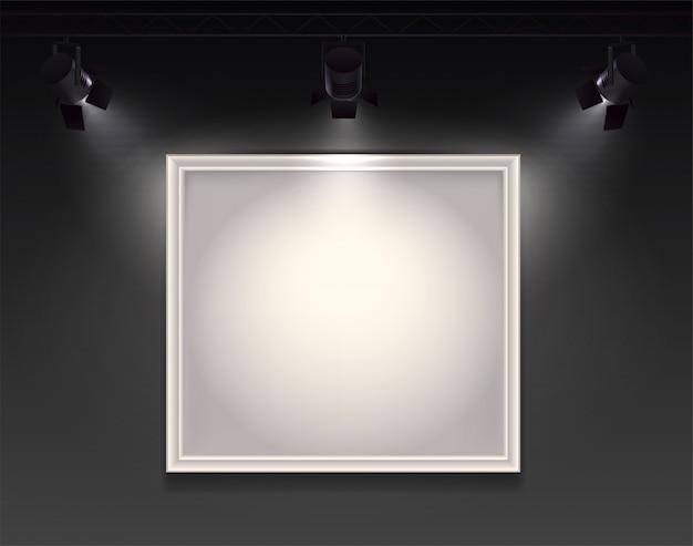 Realistyczna kompozycja reflektorów z widokiem na ścianę z wiszącą pustą ramą podświetloną trzema światłami punktowymi