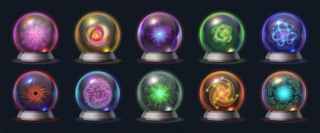 Realistyczna magiczna kryształowa kula ze świecącą energią i błyskawicami. fortuna przewiduje kulę, okultystyczną szklaną kulę z mistycznymi efektami wektor zestaw. mistyczna kula dla maga lub wróżki