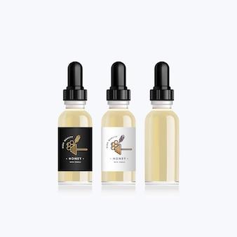 Realistyczna makieta butelki ze smakiem miodu i płatków na elektroniczny papieros. butelka z zakraplaczem z designerskimi białymi lub czarnymi etykietami. ilustracja.