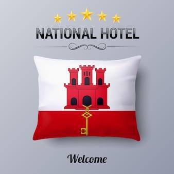Realistyczna poduszka i flaga gibraltaru jako symbol national hotel. poszewka na poduszkę z flagą