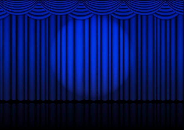 Realistyczna scena operowa wewnątrz z niebieską kurtyną i reflektorem.