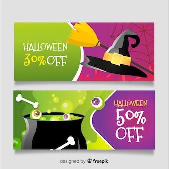 Realistyczna wyprzedaż na halloween z koncepcją czarownicy