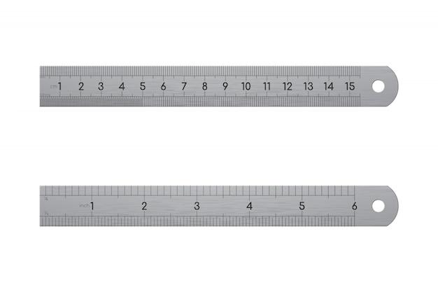Realistyczne metalowe linijki, widok z przodu i tyłu na białym tle