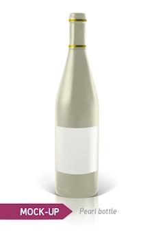 Realistyczne perłowe butelki wina lub koktajlu na białym tle z odbiciem i cieniem. szablon etykiety.