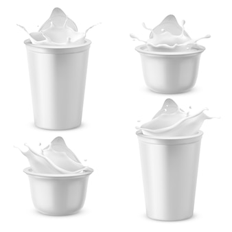 Realistyczne plastikowe opakowania z jogurtem. śmietana mleczna pluskająca z pokrywką z folii.