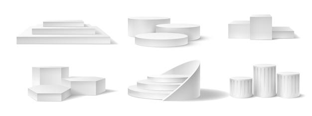 Realistyczne podium zwycięzcy. puste cokoły różne kształty dla zawodów sportowych ceremonii wręczenia nagród pierwsze, drugie i trzecie miejsce wektor zestaw. biała platforma 3d ze schodami na różne wydarzenia