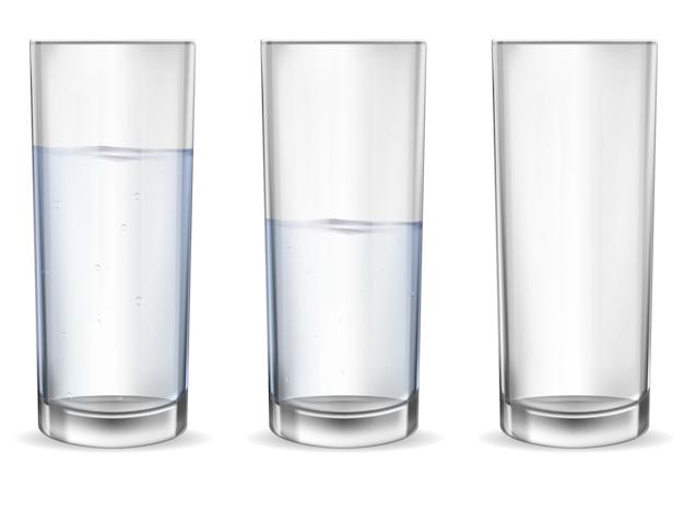 Realistyczne puste szkło z zestawem kubek wody.