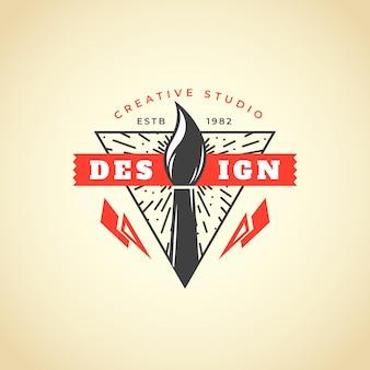Realistyczne ręcznie rysowane logo projektanta graficznego