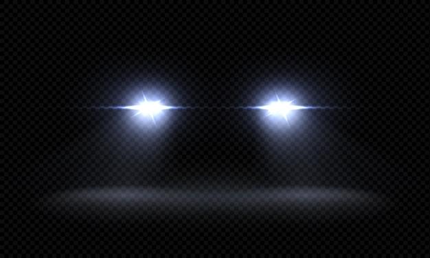 Realistyczne reflektory samochodowe. trenuj przednie wiązki światła, przezroczyste jasne świecące promienie światła, nocne efekty świetlne drogi