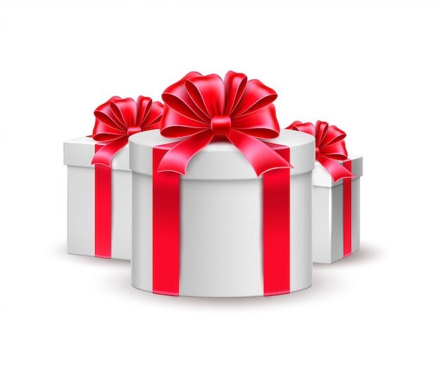Realistyczne świąteczne święto nowego roku, pudełko na prezent urodzinowy z czerwonym opakowaniem i kokardą
