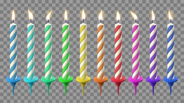 Realistyczne świeczki urodzinowe. tort urodzinowy przy świecach, święta płonący wosk. zestaw ilustracji kolorowych świec party celebracja. urodziny przy świecach, świąteczny ogień