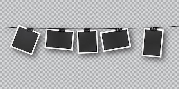 Realistyczne szablony zdjęć retro zawieszone w rzędzie na metalowych klipsach. spadająca miękka nakładka cień na ścianę. vintage, projekt retro. realistyczny obraz rama szablon na przezroczystym tle.