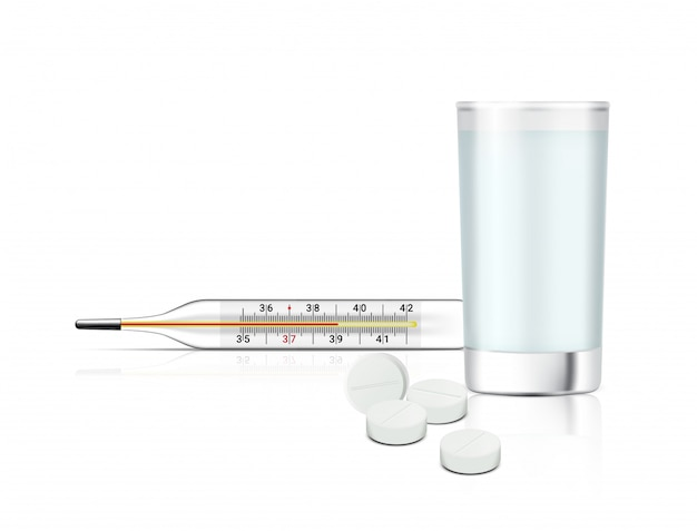 Realistyczne tabletki leku na białym tle z szklanką wody i termometrem