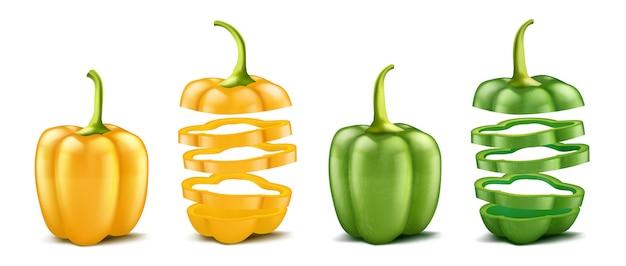 Realistyczne zielone i żółte papryki. całe i pokrojone na białym tle na białym tle.