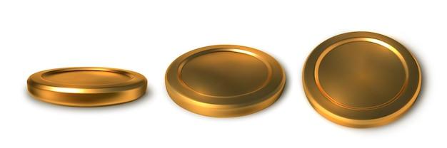 Realistyczne złote monety na białym tle