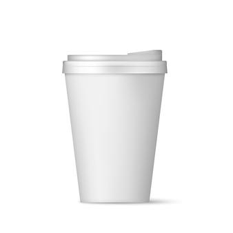 Realistyczny biały papierowy kubek do kawy z pokrywką.