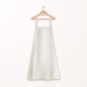 Realistyczny biały pusty bawełniany fartuch kuchenny z drewnianym wieszakiem na ubrania na białym tle