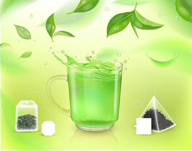 Realistyczny kubek z zieloną herbatą i torebkami herbaty i liśćmi herbaty ilustracja wektorowa