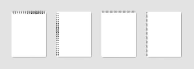 Realistyczny notatnik z białymi kartkami.