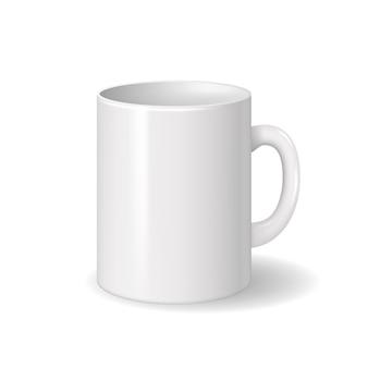 Realistyczny odosobniony biały ceramiczny kubek z cieniami.
