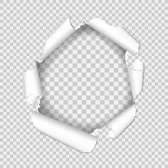 Realistyczny otwór w kartce papieru z podartymi krawędziami na przezroczystym tle.