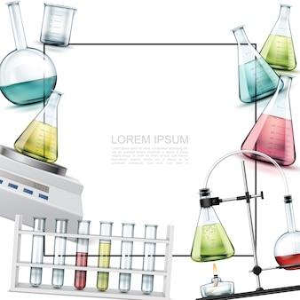 Realistyczny szablon elementów laboratoryjnych z probówkami z zlewkami, wagami elektronicznymi, eksperymentem chemicznym z kolbami i palnikiem alkoholowym