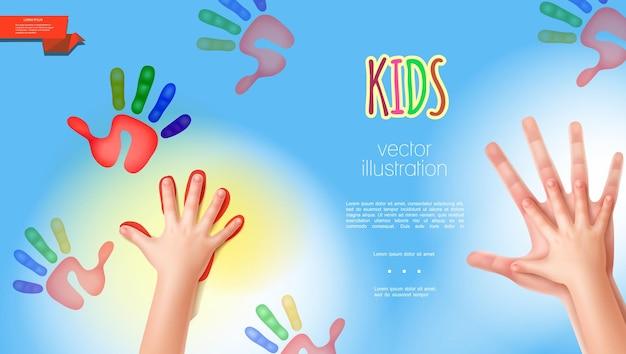 Realistyczny szablon rąk matki i niemowląt z kolorowymi nadrukami dłoni dziecka na jasnoniebieskim tle