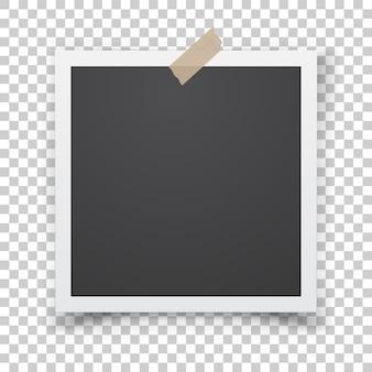 Realistyczny szablon z papierową ramką na zdjęcia z taśmą klejącą