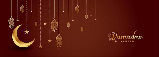 Realistyczny sztandar festiwalu ramadan kareem ze złotym księżycem