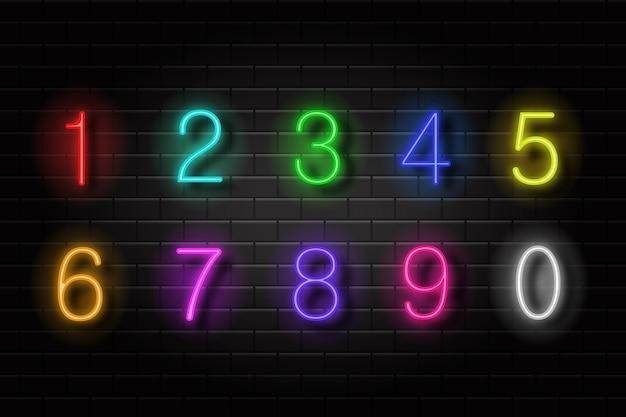 Realistyczny zestaw neonowych numerów retro do dekoracji i pokrycia na tle ściany.