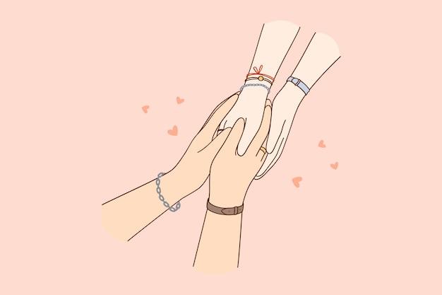 Ręce kochających, troskliwych ludzi łączą się wzajemnie, co oznacza wzajemną miłość