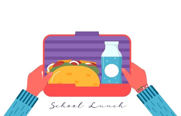 Ręce trzymające śniadanie lub obiad. jedzenie, napoje dla dzieci szkolne pudełka na lunch z jajkiem, mączką, pomidorem, kanapką, sokiem, przekąskami, owocami, warzywami. wektor modny