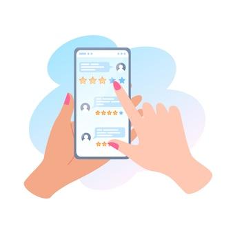 Recenzja online, ręka trzyma telefon i udzielanie opinii za pomocą aplikacji mobilnej, recenzje osób na ekranie smartfona