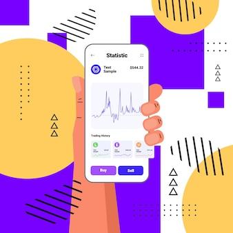 Ręczne korzystanie z aplikacji kryptowalutowej na smartfonie wirtualne pieniądze portfel bankowy transakcja waluta cyfrowa