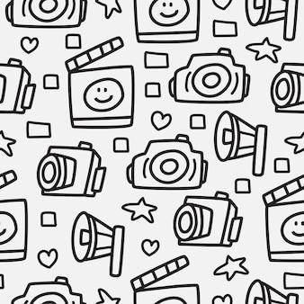 Ręcznie rysowane doodle aparat kreskówka wzór projekt