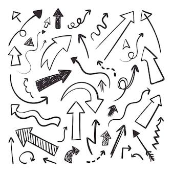 Ręcznie rysowane doodle bazgrołów grafika liniowa na białym tle zestaw strzałek