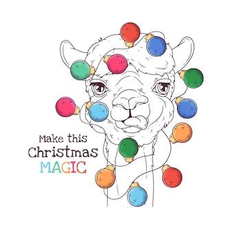 Ręcznie rysowane ilustracje. portret ślicznej alpaki z girlandą świąteczną. grafika liniowa.