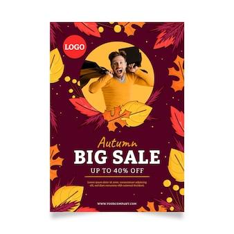 Ręcznie rysowane jesienny szablon plakatu pionowej sprzedaży ze zdjęciem