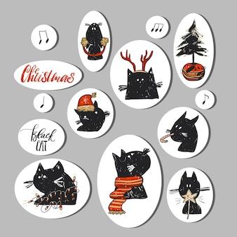 Ręcznie rysowane kolekcja abstrakcyjnych naklejek świątecznych z zabawnymi postaciami kota doodle w czerwoną odzież świąteczną i choinkę w garnku na białym tle.