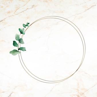 Ręcznie rysowane liść eukaliptusa z okrągłą złotą ramą