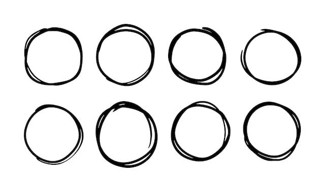 Ręcznie rysowane okręgi. zestaw kół wektor ciągnione. stockowa ilustracja okrągłych gryzmołów zarys ramek.