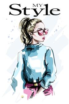 Ręcznie rysowane piękna młoda kobieta w okularach przeciwsłonecznych