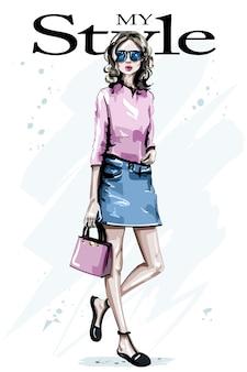 Ręcznie rysowane piękna młoda kobieta z torbą