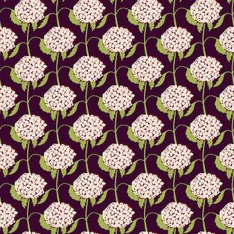 Ręcznie rysowane różowy mały kwiat hortensji kształtuje wzór. ciemne tło. prosty nadruk botaniczny. ilustracja wektorowa do sezonowych wydruków tekstylnych, tkanin, banerów, teł i tapet.