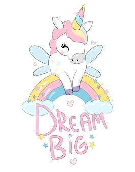 Ręcznie rysowane słodkie bajki jednorożca ze skrzydłami siedzi na tęczy z chmurą i gwiazdami szczęśliwe dziecinne druku trend ilustracji wektorowych dream big letters